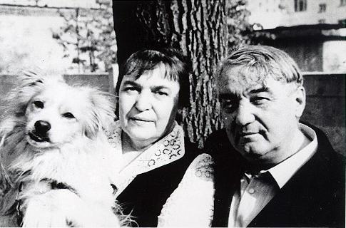 Лев Николаевич Гумилёв на прогулке с женой Натальей Викторовной